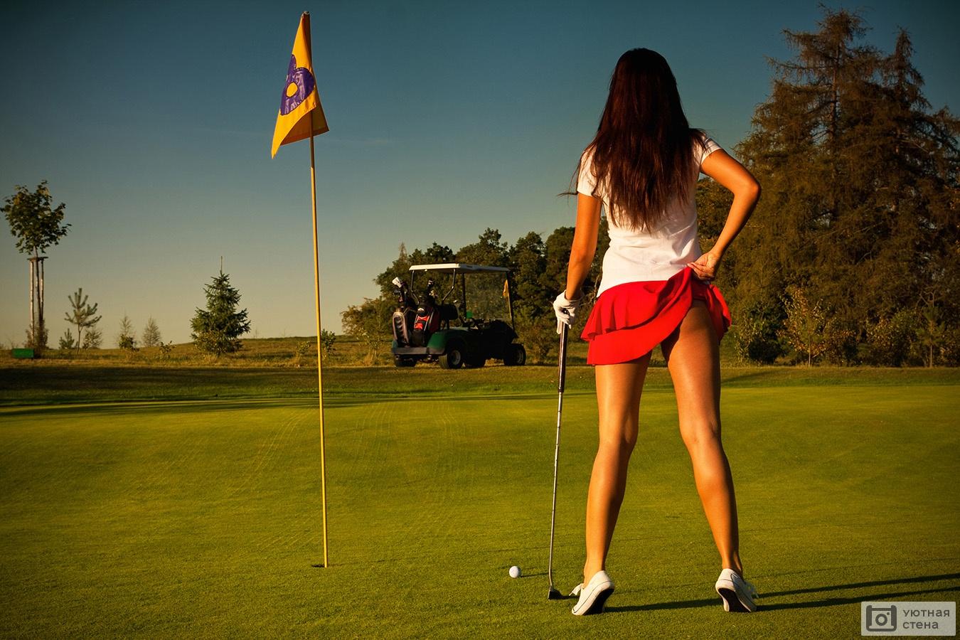 Девки играют в гольф — img 15