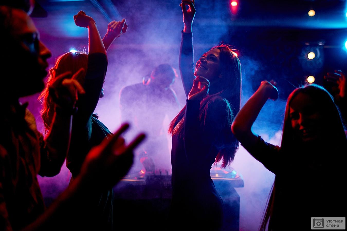 Как танцуют в ночных клубах девушки клуб mccoy москва